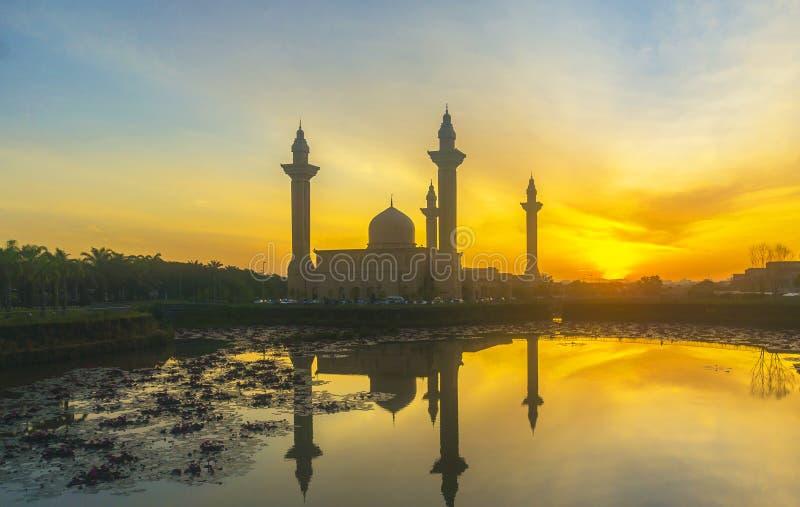 Силуэт мечети стоковая фотография
