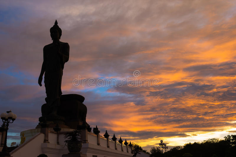 Силуэт статуи Будды, Phutthamonthon стоковая фотография