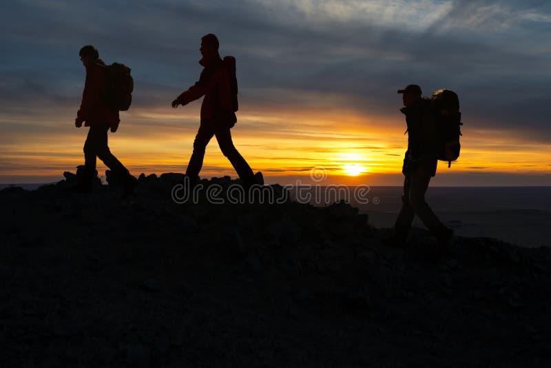 Силуэт Hikers стоковые изображения
