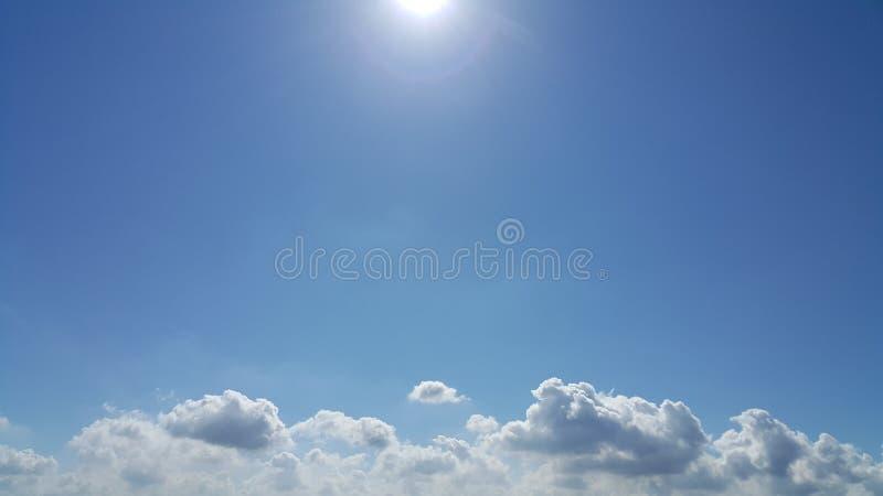 Сильный солнечный свет и корона Солнця стоковые изображения
