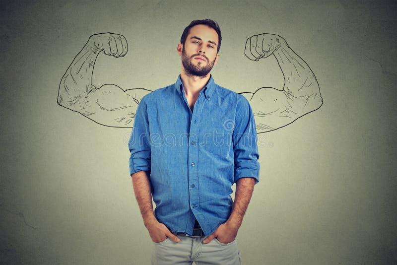 Сильный человек, самоуверенный молодой предприниматель стоковое изображение
