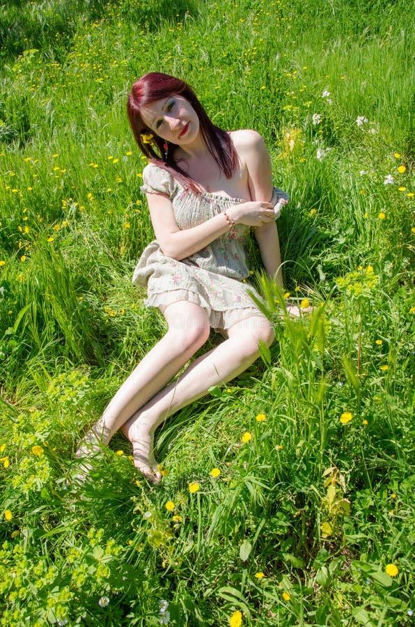 Сказка моды в цветках стоковые изображения rf