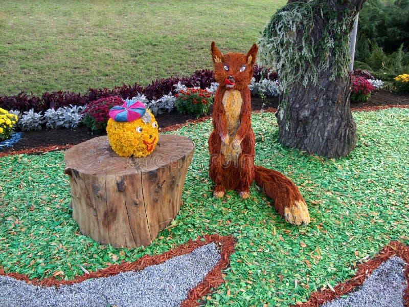 Сказка флористического дизайна ландшафта лисы Kolobok стоковые фото