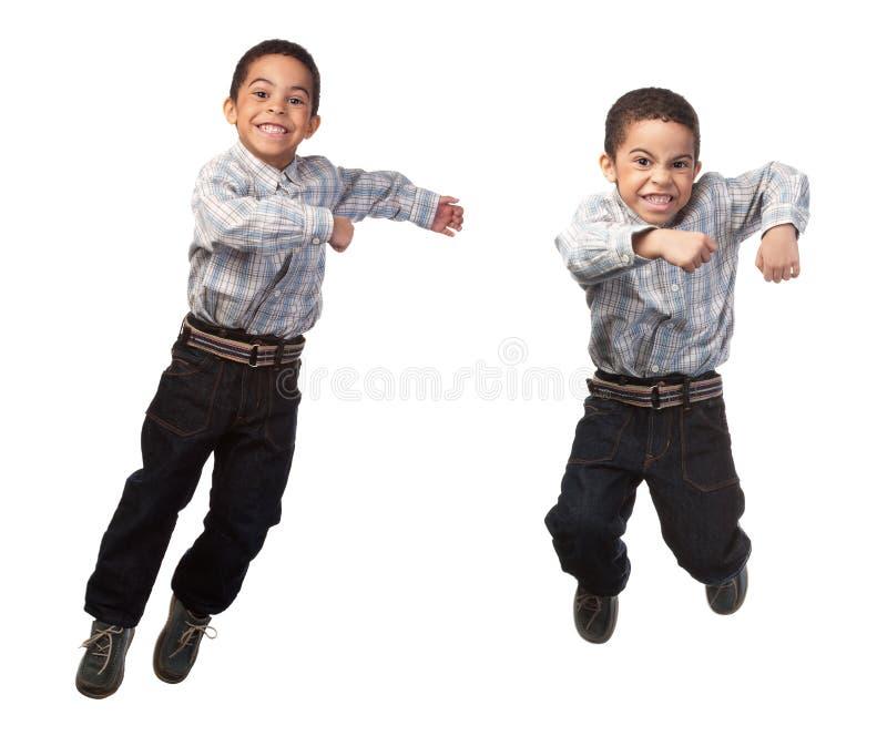 скакать мальчика счастливый стоковые изображения