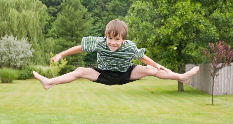 Скакать мальчика Бесплатные Стоковые Фото