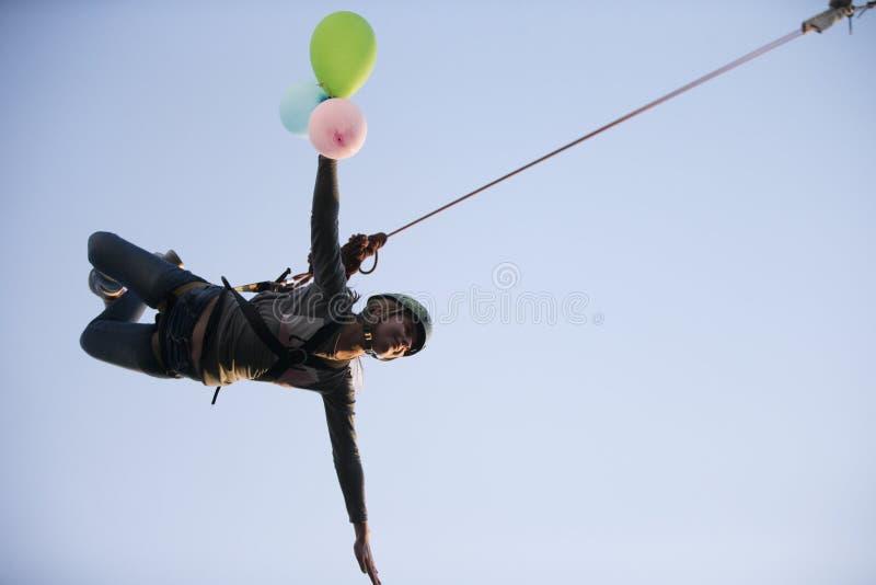 Скакать на веревочку от высоты стоковые фотографии rf