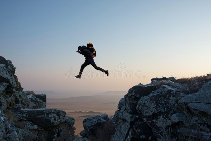 Скакать Hikers стоковые изображения rf