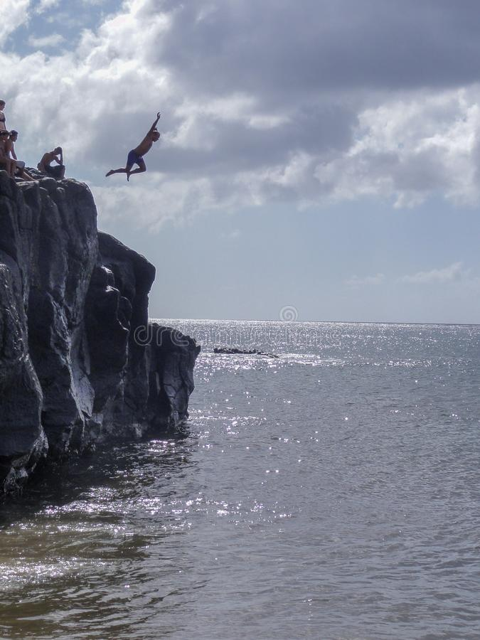 Скала скача с утеса Da большого в Оаху стоковая фотография rf