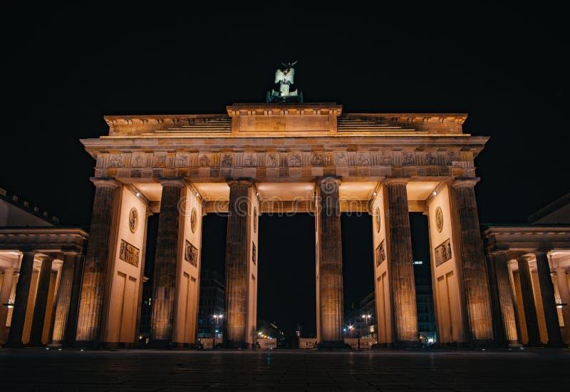 Скалистая вершина Brandenburger Бранденбургских ворот в Берлине, Германии стоковые изображения