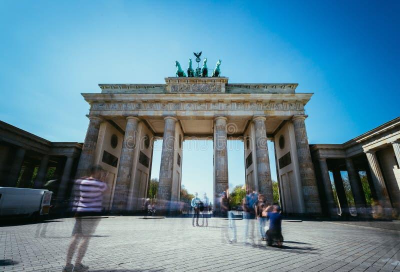 Скалистая вершина Brandenburger, ворота Brandenburger в Берлине, Германии Достопримечательность стоковое изображение