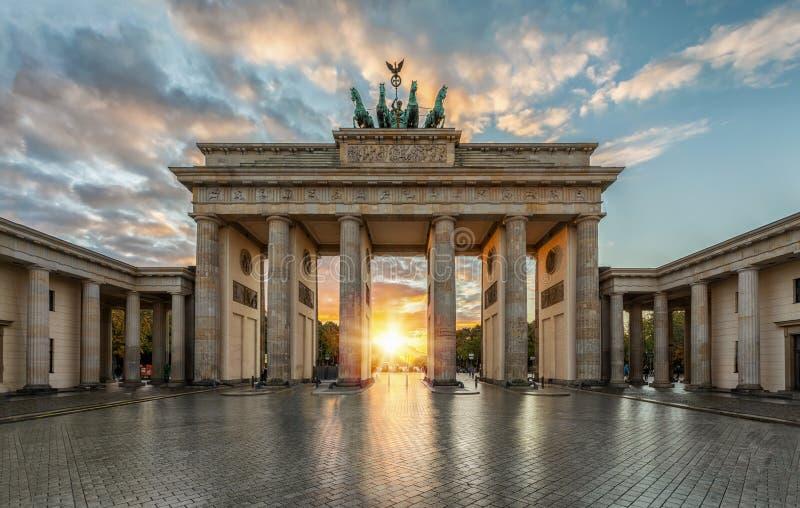 Скалистая вершина Brandenburger в Берлине, Германии стоковые фотографии rf