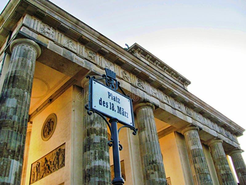 Скалистая вершина Brandenburger в Берлине, Германии стоковое изображение