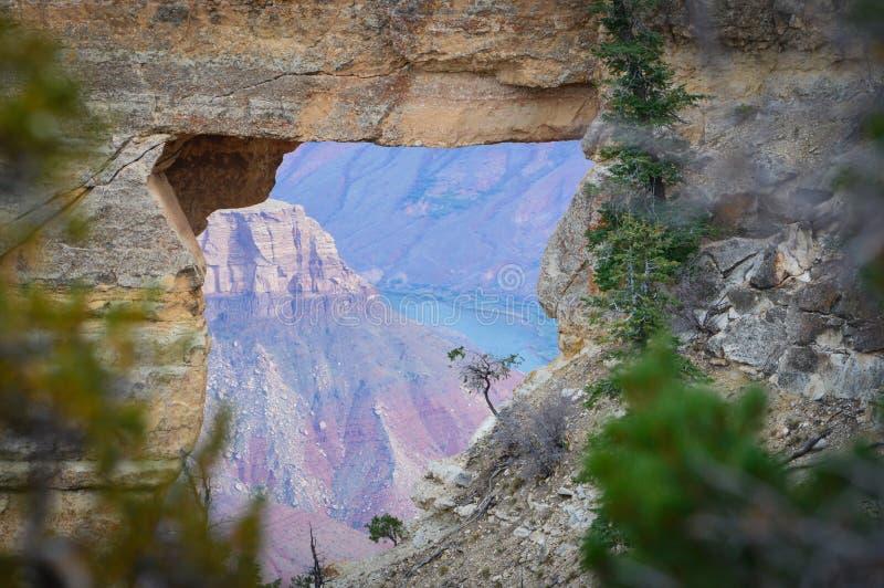 Скалистое окно на Каньоне Колорадо, США стоковое фото