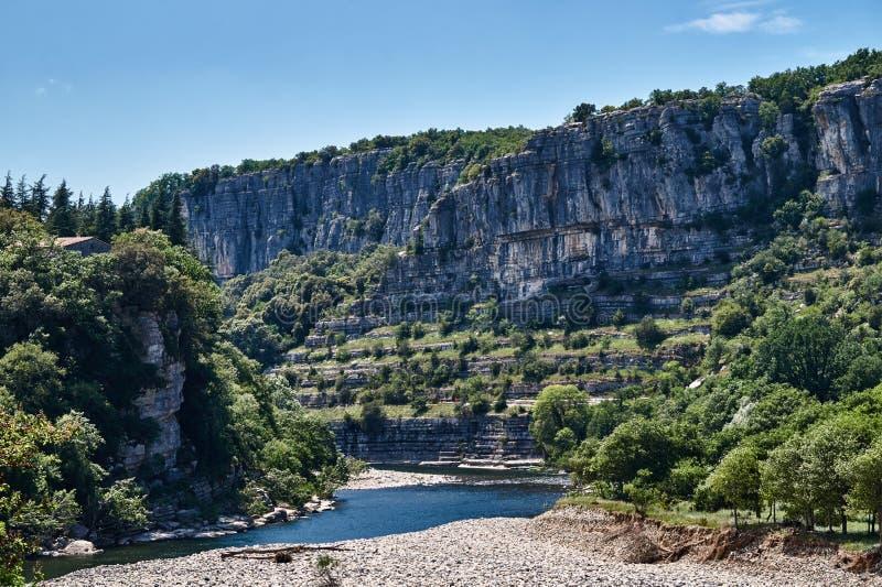 Скалистое ущелье реки Ardeche стоковая фотография rf