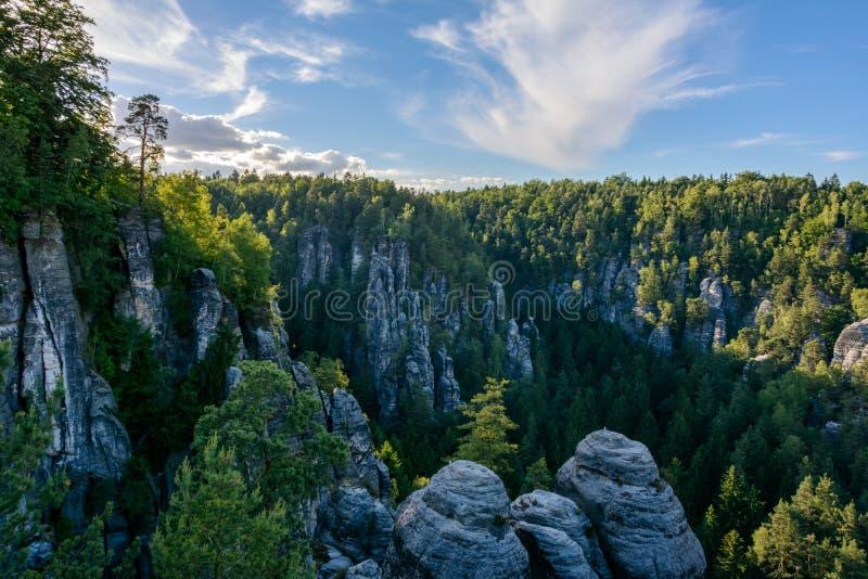 Скалистый ландшафт в Германии Национальный парк Швейцарии Saxon, Саксония стоковое фото rf