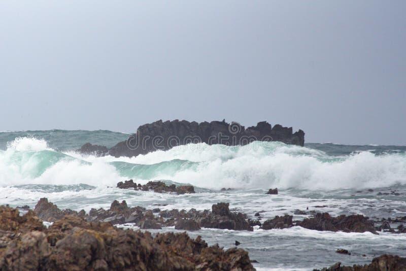 Скалистый островок с Kleinbaai стоковая фотография rf