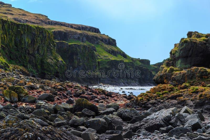 Скалы и скалистый берег стоковое изображение rf