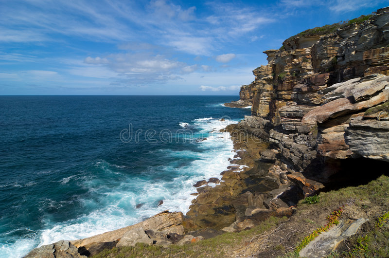 скалы прибрежные стоковое изображение rf