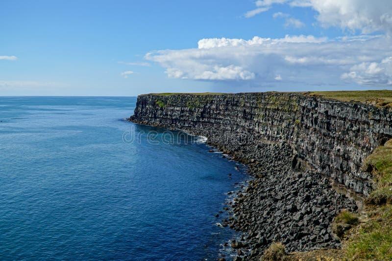 Скалы Krysuvikurberg в южной западной Исландии стоковые изображения rf
