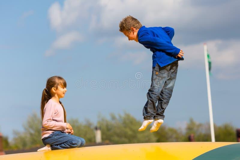 Download Скача дети стоковое фото. изображение насчитывающей двигать - 40582890
