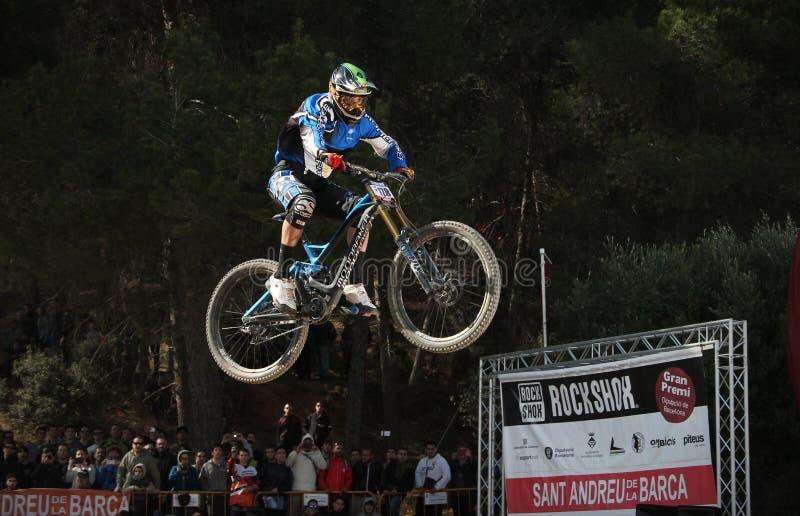 Скачка горного велосипеда стоковое фото