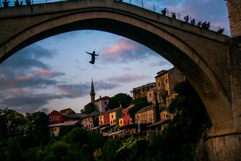 Скачка моста - МОСТАР стоковые фото