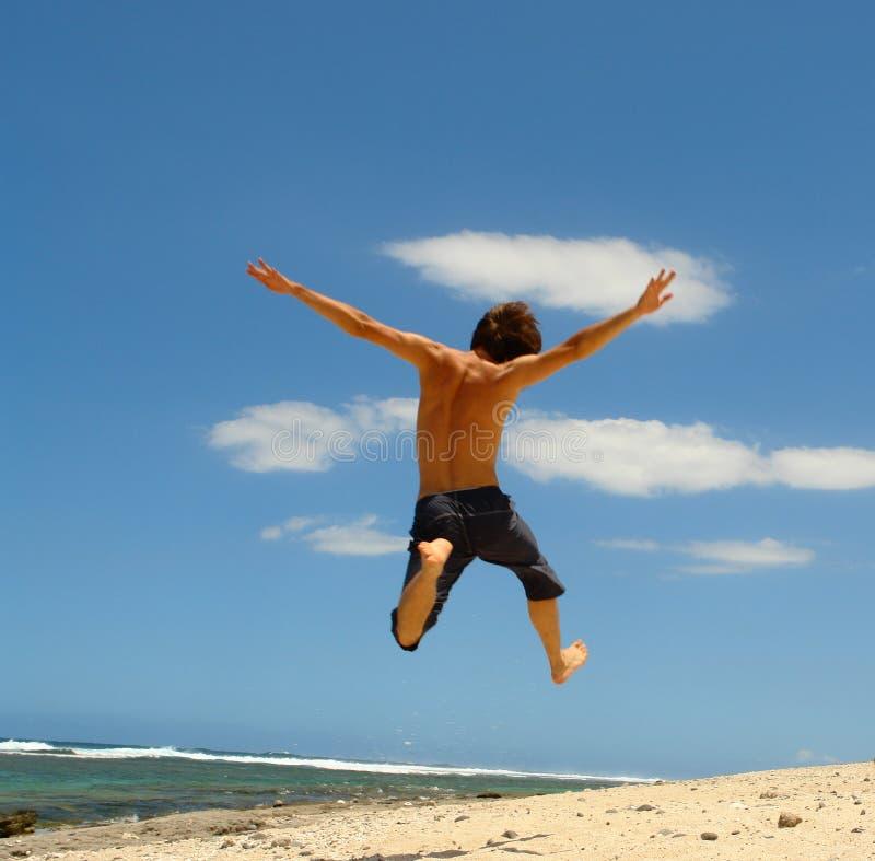 скачка пляжа стоковое изображение rf