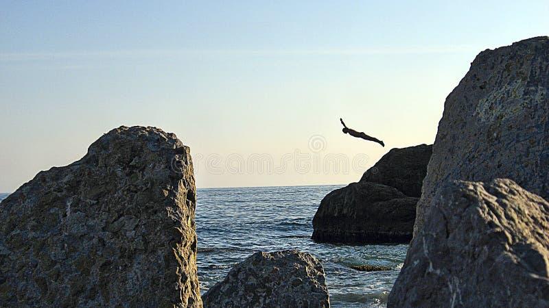 скачка скалы стоковая фотография
