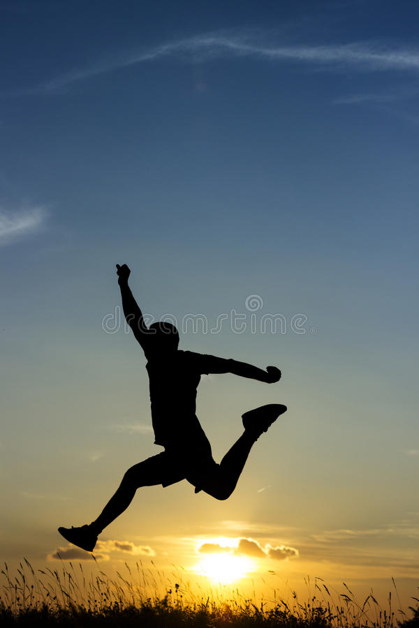 Скачущ к свободе, заход солнца стоковое фото