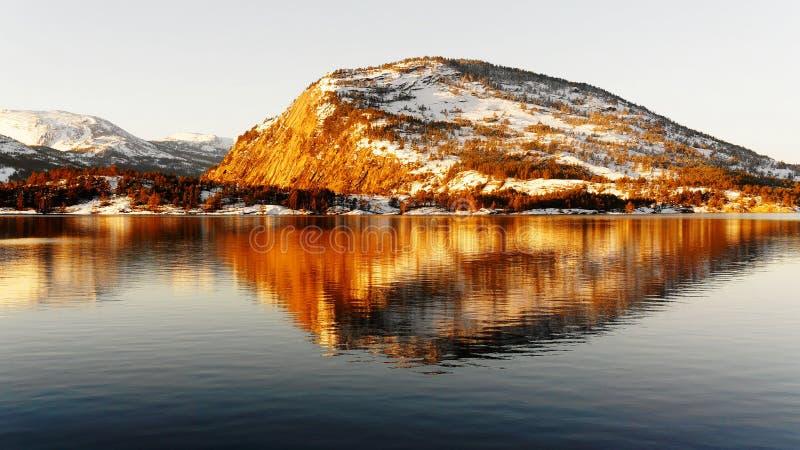 Скала высокой горы стоковое фото