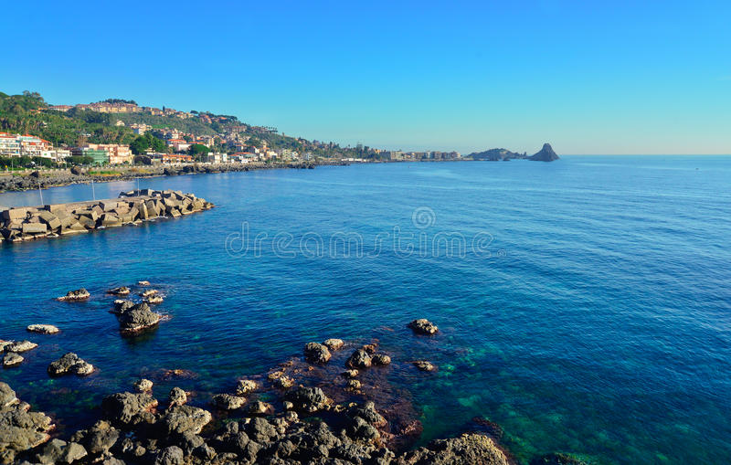 Скала Acireale, Катании, Италии стоковые фотографии rf