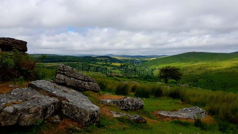 Скалистая вершина Combestone, на национальном парке Dartmoor, Девон Великобритания стоковые изображения
