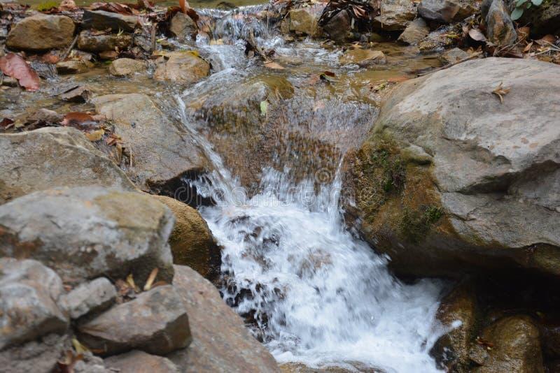 Скалистый водопад стоковая фотография