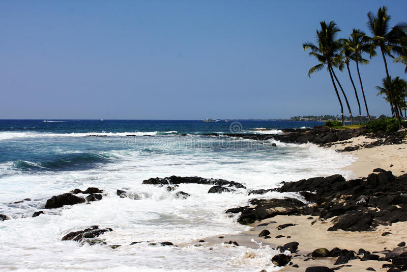 Скалистый пляж в Kona Гаваи стоковые фотографии rf