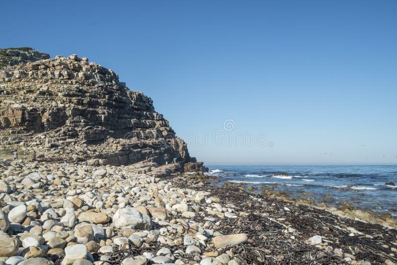 Скалистый пляж на накидке хорошей надежды стоковые изображения rf