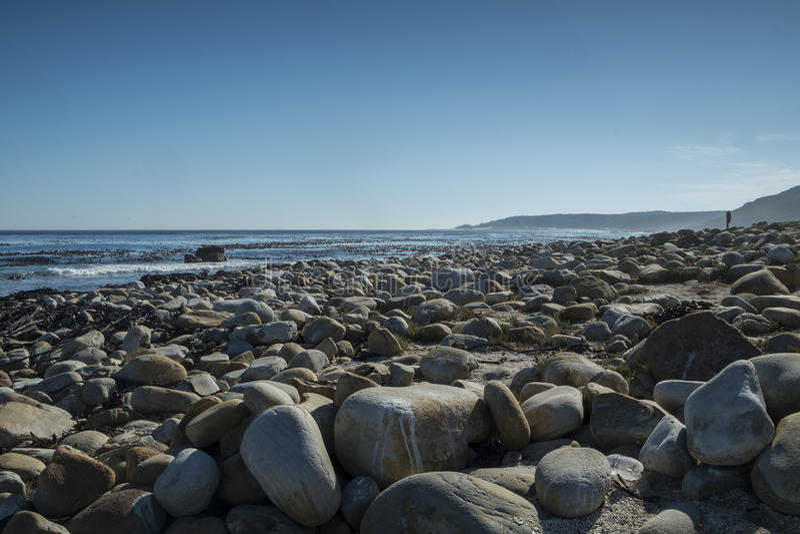 Скалистый пляж на накидке хорошей надежды стоковые изображения