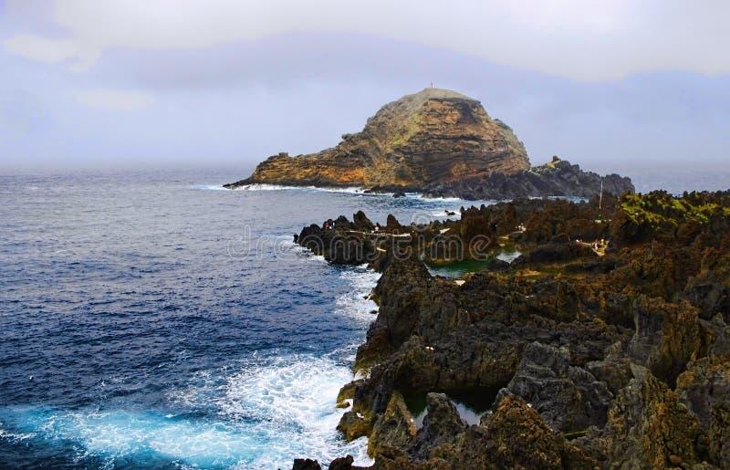 Скалистый пляж, остров Мадейры, Португалия стоковая фотография rf