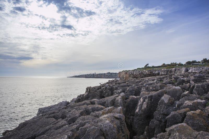 Скалистый пляж рта ада стоковое фото rf