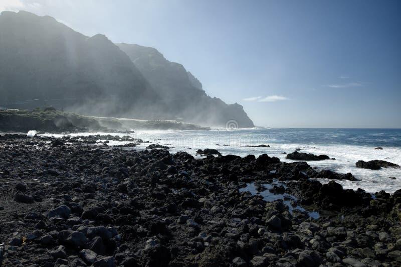 Скалистый пляж Costadel Buena Vista, Тенерифе, канерейка, Испания стоковое изображение