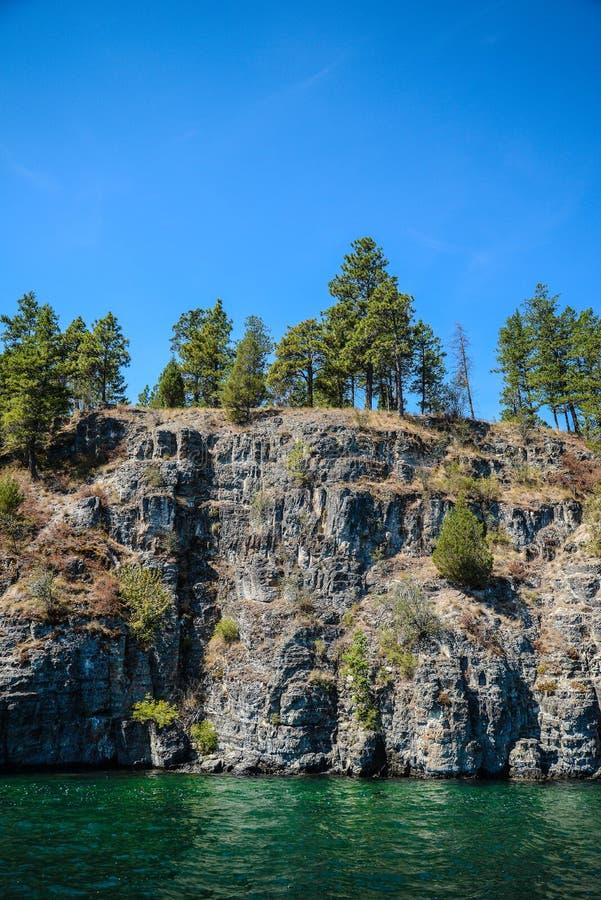 Скалы над Flathead озером стоковая фотография