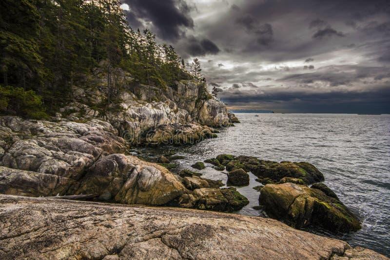 Скалы океана стоковая фотография
