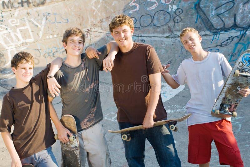 скейтбордисты стоковое фото rf