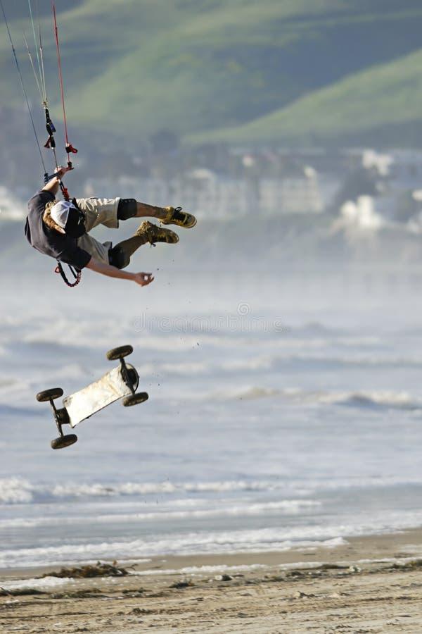 скейтбордист змея воздуха заразительный стоковые изображения