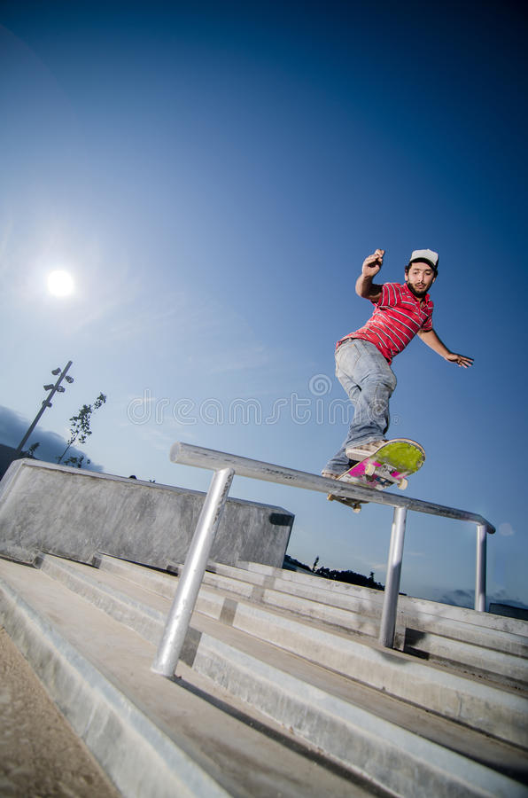 Скейтбордист на скольжении стоковые изображения rf