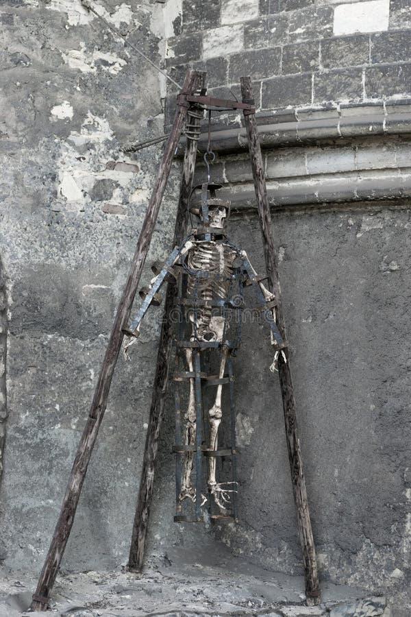 Скелет в подземелье стоковое фото rf