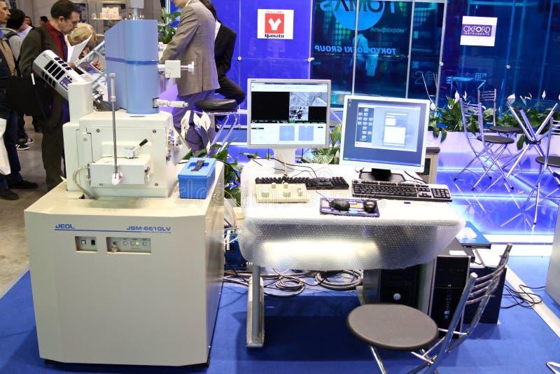 скеннирование микроскопа jsm 6510 электронов стоковые фотографии rf