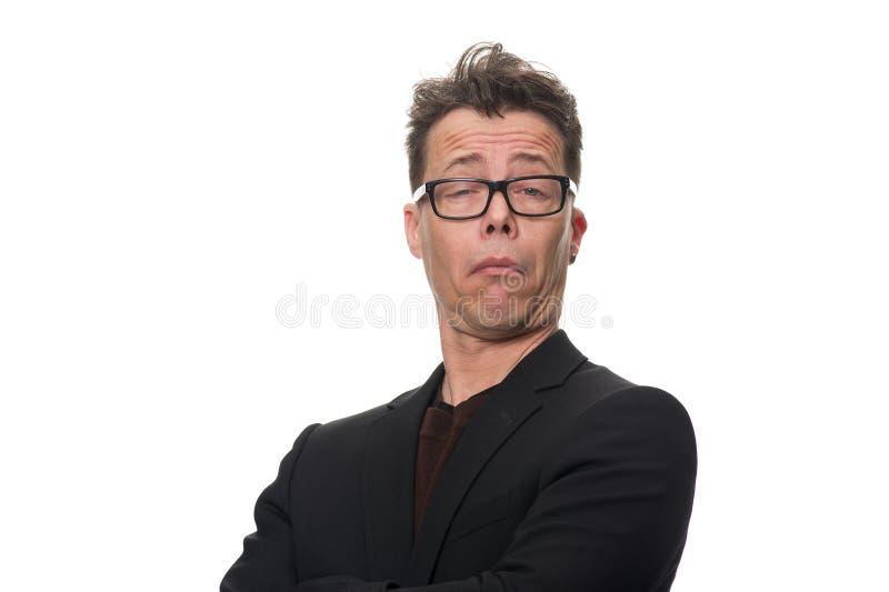 Скептичный бизнесмен среднего возраста против белизны стоковые фото