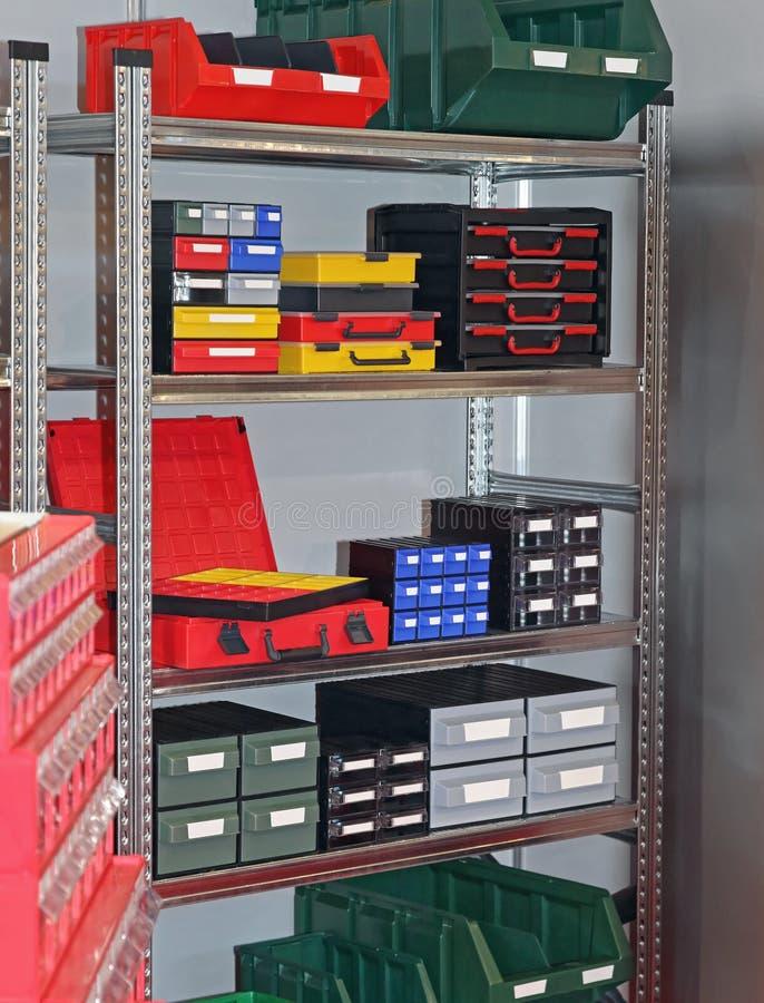 Складское помещение коробок инструментов стоковое фото