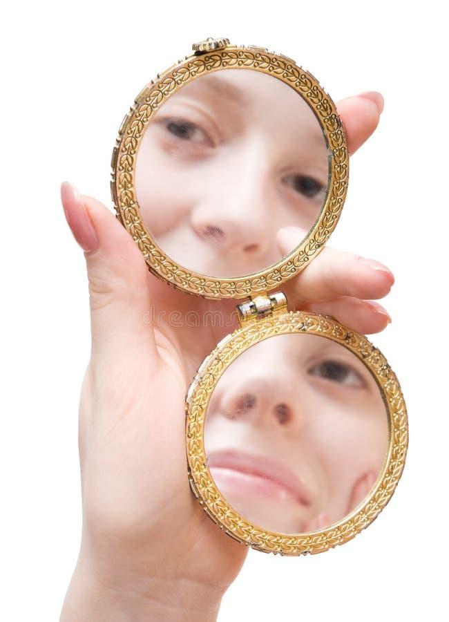 складывая женщина зеркала владением руки стоковое фото rf