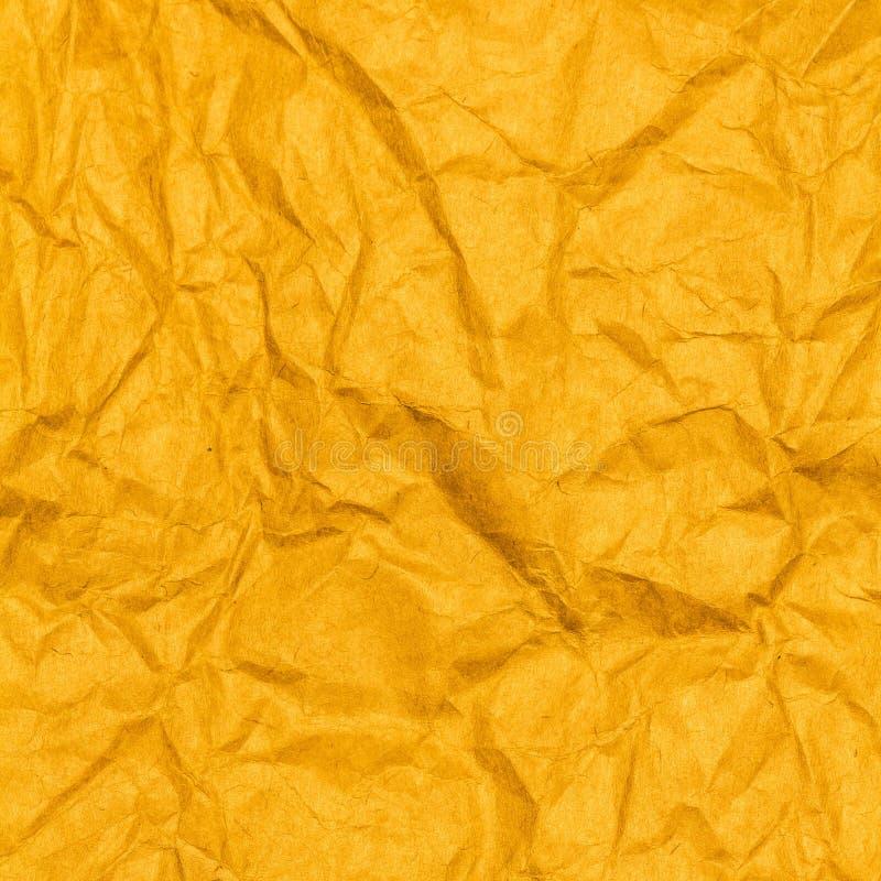 Скомканная желтая бумажная предпосылка текстуры. стоковые изображения rf